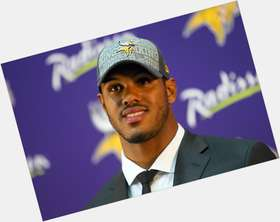 "<a href=""/hot-men/anthony-barr/is-he-playing-tonight-married-injury-tall-what"">Anthony Barr</a> Athletic body,  black hair & hairstyles"