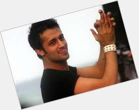 "<a href=""/hot-men/atif-aslam/is-he-married-suffering-cancer-trained-singer-shia"">Atif Aslam</a> Slim body,  black hair & hairstyles"