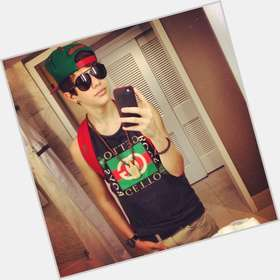 "<a href=""/hot-men/austin-mahone/is-he-still-hospital-mexican-sick-ymcmb-dating"">Austin Mahone</a> Athletic body,  dark brown hair & hairstyles"