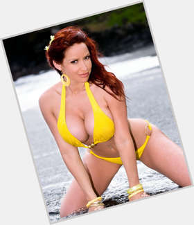 Bianca Beauchamp dyed red hair & hairstyles Athletic body,