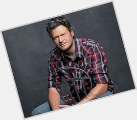 Blake Shelton light brown hair & hairstyles Athletic body,