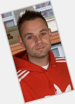 "<a href=""/hot-men/brian-harvey/is-he-still-east-17-wheelchair-alive-emma"">Brian Harvey</a> Average body,  dark brown hair & hairstyles"