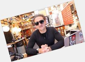 "<a href=""/hot-men/casey-neistat/is-he-married-rich-vegan-nerve-moving-going"">Casey Neistat</a> Athletic body,  dark brown hair & hairstyles"