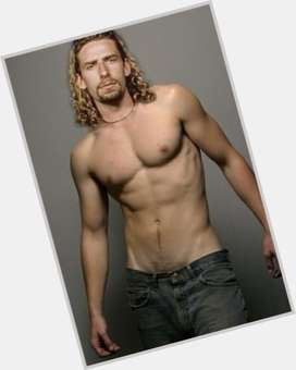 "<a href=""/hot-men/chad-kroeger/is-he-canadian-christian-dating-avril-lavigne-married"">Chad Kroeger</a> Average body,  blonde hair & hairstyles"