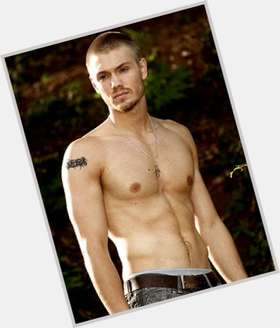 "<a href=""/hot-men/chad-michael-murray/is-he-bi-2014"">Chad Michael Murray</a> Athletic body,  light brown hair & hairstyles"