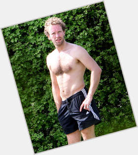 "<a href=""/hot-men/chris-martin/is-he-tenor-jerk-good-singer-nice-guy"">Chris Martin</a> Slim body,  blonde hair & hairstyles"
