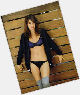 "<a href=""/hot-women/cobie-smulders/is-she-pregnant-agents-shield-married-leaving-himym"">Cobie Smulders</a> Slim body,  dark brown hair & hairstyles"