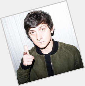 "<a href=""/hot-men/craig-roberts/is-he-related-alex-turner-single-returning-young"">Craig Roberts</a> Slim body,  dark brown hair & hairstyles"