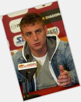 Daniele De Rossi blonde hair & hairstyles Athletic body,