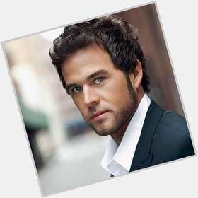 "<a href=""/hot-men/david-nail/is-he-married-touring-wife-tall-much-worth"">David Nail</a> Average body,  light brown hair & hairstyles"