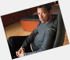 "<a href=""/hot-men/denzel-washington/is-he-christian-married-republican-divorced-blind-book"">Denzel Washington</a> Athletic body,  dark brown hair & hairstyles"