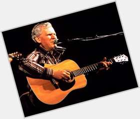 "<a href=""/hot-men/doc-watson-musician/is-he-still-alive-where-buried"">Doc Watson</a> Average body,  grey hair & hairstyles"