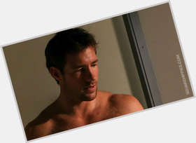 Edward Burns dark brown hair & hairstyles Athletic body,