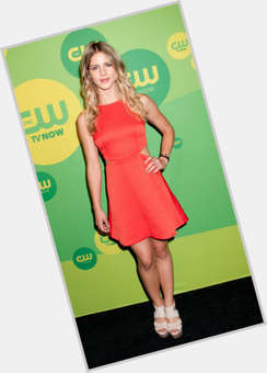 "<a href=""/hot-women/emily-bett-rickards/is-she-pregnant-single-dating-stephen-amell-married"">Emily Bett Rickards</a> Slim body,  blonde hair & hairstyles"