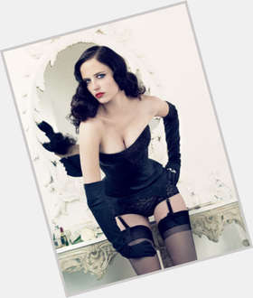 "<a href=""/hot-women/eva-green/is-she-married-single-french-pretty-dating-johnny"">Eva Green</a> Slim body,  dyed black hair & hairstyles"