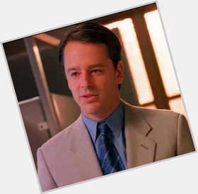 Gil Bellows dark brown hair & hairstyles Athletic body,