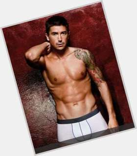 Harry Kewell light brown hair & hairstyles Athletic body,
