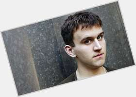 "<a href=""/hot-men/harry-melling/is-he-married-fat-merlin-much-worth-tall"">Harry Melling</a> Slim body,  dark brown hair & hairstyles"
