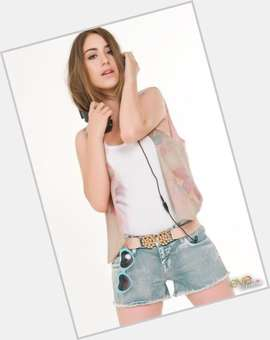 "<a href=""/hot-women/hazal-kaya/is-she-muslim-or-christian-married-dating-kurdish"">Hazal Kaya</a> Slim body,  dark brown hair & hairstyles"