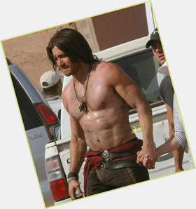 Jake Gyllenhaal dark brown hair & hairstyles Athletic body,