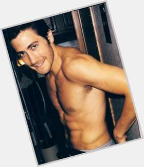 "<a href=""/hot-men/jake-gyllenhaal/is-he-freemason-mason-nice-good-actor-dating"">Jake Gyllenhaal</a> Athletic body,  dark brown hair & hairstyles"