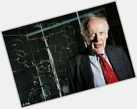 "<a href=""/hot-men/james-watson/is-he-still-alive-racist-living-married-right"">James Watson</a> Athletic body,  light brown hair & hairstyles"