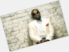 Jermaine Dupri dark brown hair & hairstyles Athletic body,