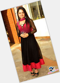 "<a href=""/hot-women/jiaa-manek/is-she-married-real-life-leaving-saathiya-coming"">Jiaa Manek</a> Average body,  black hair & hairstyles"