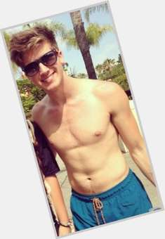 "<a href=""/hot-men/joey-graceffa/where-dating-news-photos"">Joey Graceffa</a> Athletic body,  light brown hair & hairstyles"