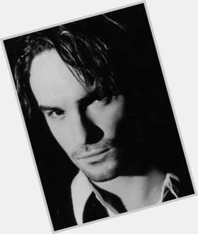 "<a href=""/hot-men/johnny-galecki/is-he-married-related-troy-gentile-bald-leaving"">Johnny Galecki</a> Average body,  dark brown hair & hairstyles"