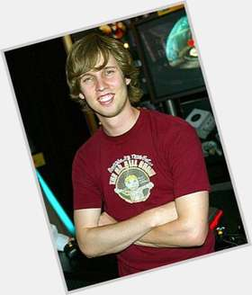 "<a href=""/hot-men/jon-heder/is-he-mormon-twin-married-juno-still-active"">Jon Heder</a> Slim body,  dark brown hair & hairstyles"