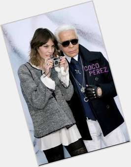 "<a href=""/hot-men/karl-lagerfeld/is-he-still-alive-genius-straight-married-blind"">Karl Lagerfeld</a> Average body,  grey hair & hairstyles"