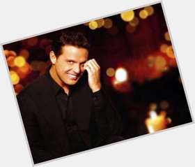 Luis Miguel light brown hair & hairstyles Average body,