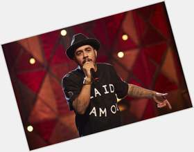 "<a href=""/hot-men/marcelo-d2/news-photos"">Marcelo D2</a> Average body,  black hair & hairstyles"