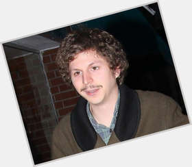 "<a href=""/hot-men/michael-cera/is-he-jerk-coke-head-drugs-mean-married"">Michael Cera</a> Average body,  light brown hair & hairstyles"