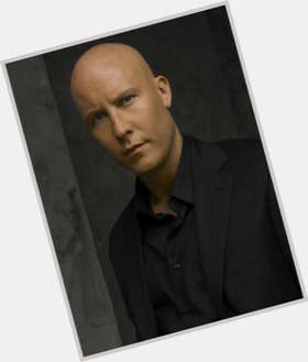 Michael Rosenbaum dark brown hair & hairstyles Athletic body,