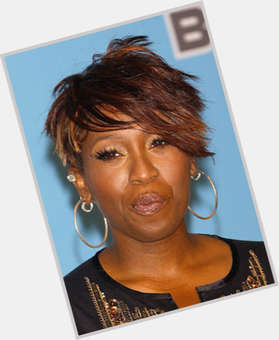 "<a href=""/hot-women/missy-elliot/is-she-sick-haitian-married-woman-jail-broke"">Missy Elliot</a> Average body,  light brown hair & hairstyles"