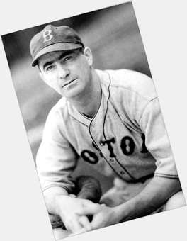 "<a href=""/hot-men/moe-berg/where-dating-news-photos"">Moe Berg</a> Slim body,  light brown hair & hairstyles"