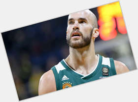 "<a href=""/hot-men/nick-calathes/is-he-does-speak-greek"">Nick Calathes</a> Athletic body,  bald hair & hairstyles"