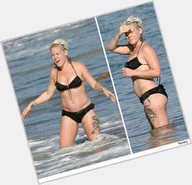 P!nk blonde hair & hairstyles Athletic body,