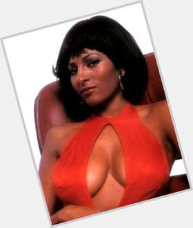 "<a href=""/hot-women/pam-grier/is-she-biracial-married-mixed-related-rosie-gta"">Pam Grier</a> Average body,  black hair & hairstyles"