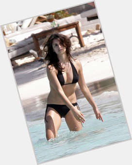 "<a href=""/hot-women/penelope-cruz/is-she-married-hispanic-mexican-scientologist-latino-vegetarian"">Penelope Cruz</a> Slim body,  dark brown hair & hairstyles"
