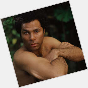 "<a href=""/hot-men/philip-michael-thomas/is-he-still-alive-allen-paynes-father-married"">Philip Michael Thomas</a> Athletic body,  black hair & hairstyles"