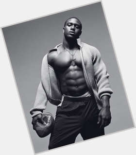 "<a href=""/hot-men/reggie-bush/is-he-playing-today-hurt-injured-week-married"">Reggie Bush</a> Bodybuilder body,  dark brown hair & hairstyles"