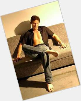 Richard Armitage dark brown hair & hairstyles Athletic body,