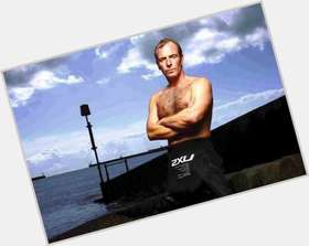 Robson Green dark brown hair & hairstyles Athletic body,