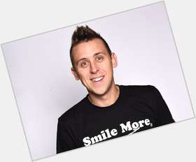 "<a href=""/hot-men/roman-atwood/is-he-married-engaged-rich-dead-getting-brittney"">Roman Atwood</a> Slim body,  light brown hair & hairstyles"