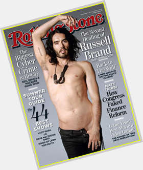 "<a href=""/hot-men/russell-brand/is-he-vegan-christian-atheist-bipolar-smart-crazy"">Russell Brand</a> Slim body,  black hair & hairstyles"