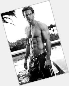 Ryan Reynolds light brown hair & hairstyles Athletic body,