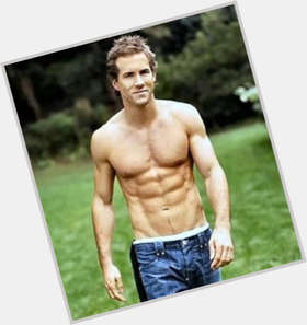 "<a href=""/hot-men/ryan-reynolds/is-he-married-burt-son-donnie-darko-jerk"">Ryan Reynolds</a> Athletic body,  light brown hair & hairstyles"